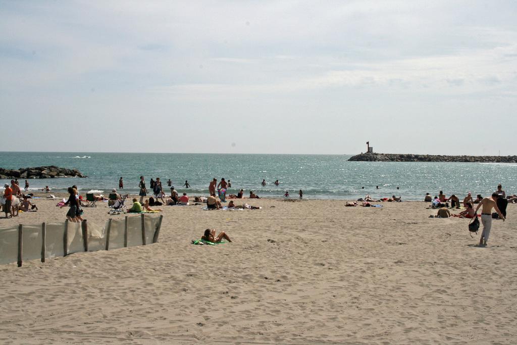Пляж Caинтес-Мариес-де-ла-Мер во Франции, фото 5