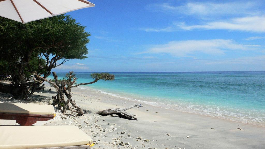 Пляж Гили-Траванган в Индонезии, фото 1