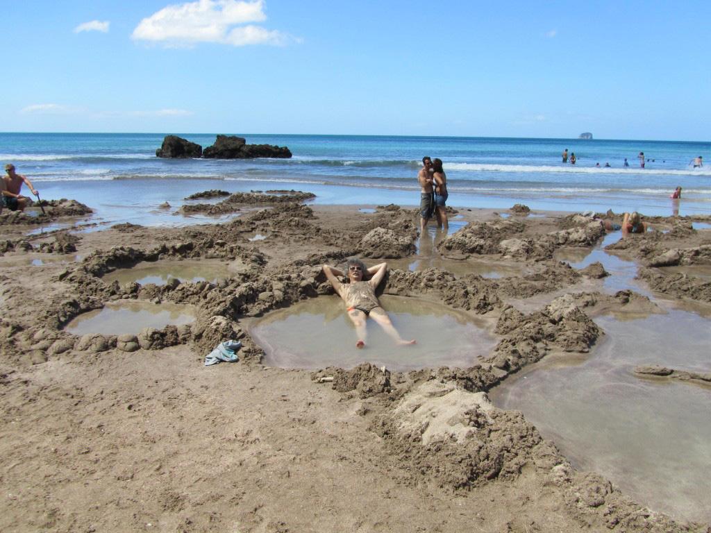 Пляж Хот-Вотер Бич в Новой Зеландии, фото 15