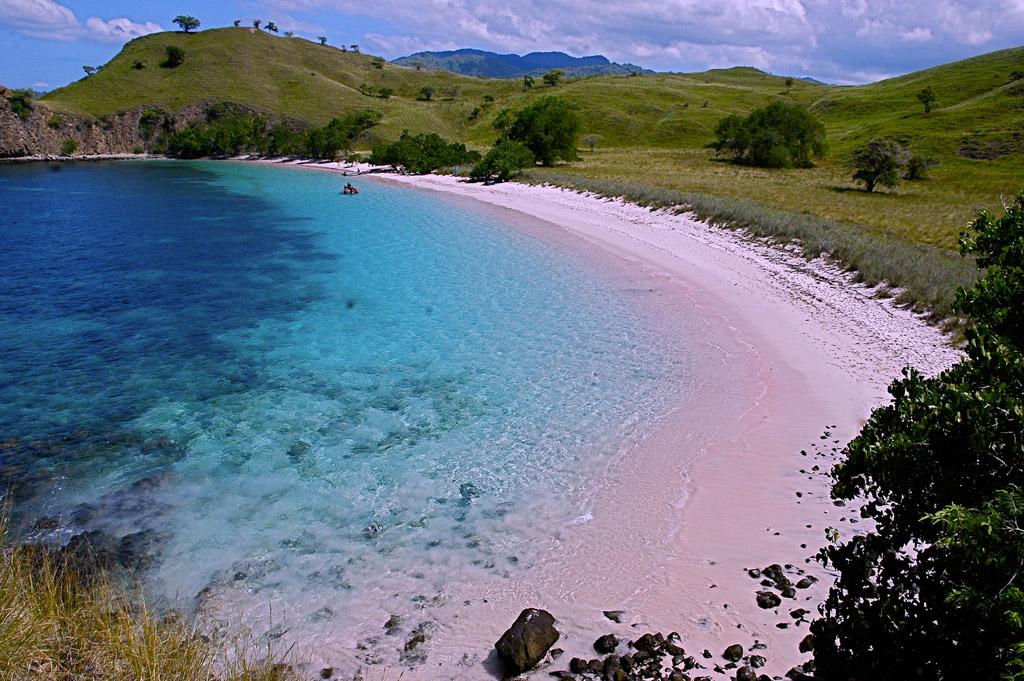 Пляж Пинк Бич в Индонезии, фото 1