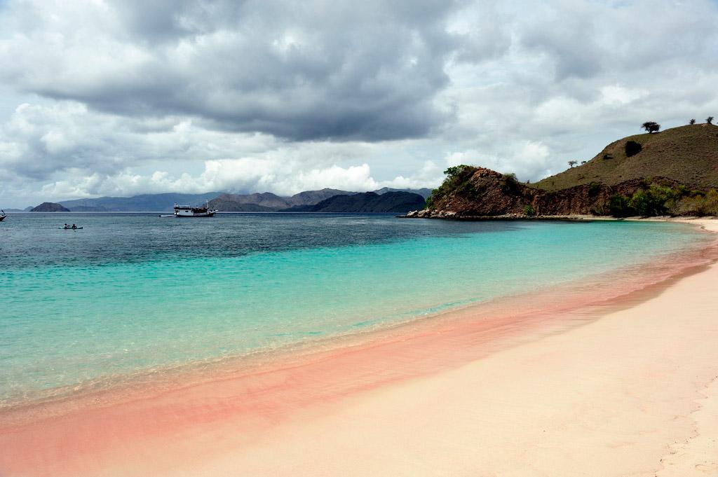 Пляж Пинк Бич в Индонезии, фото 5