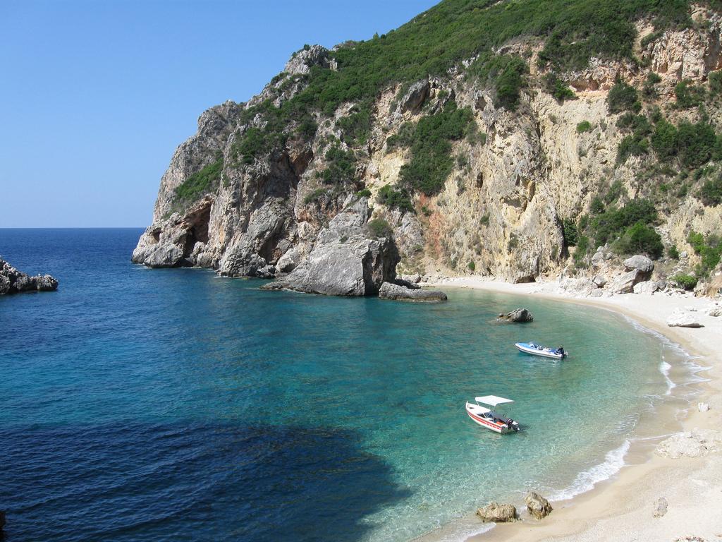 Пляж Палеокастрицы в Греции, фото 11