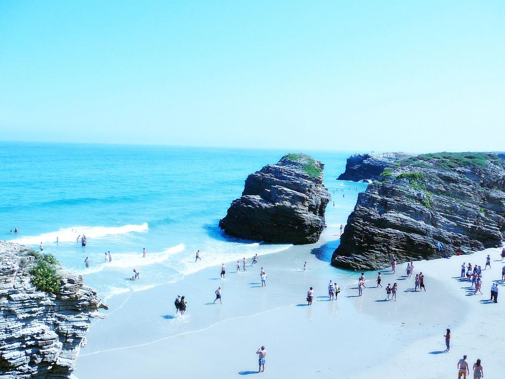 Пляж Агуас Сантас в Испании, фото 4