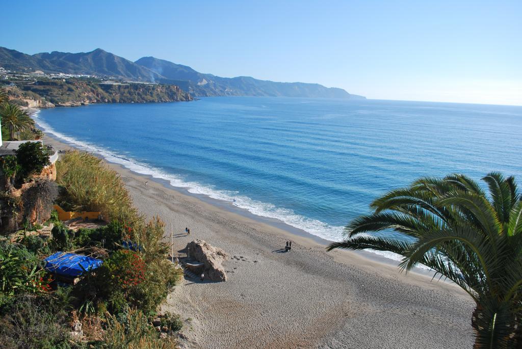 Пляж Нерха в Испании, фото 1
