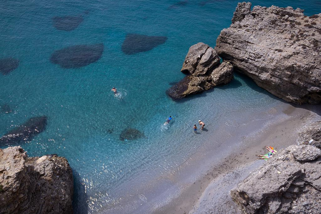 Пляж Нерха в Испании, фото 11