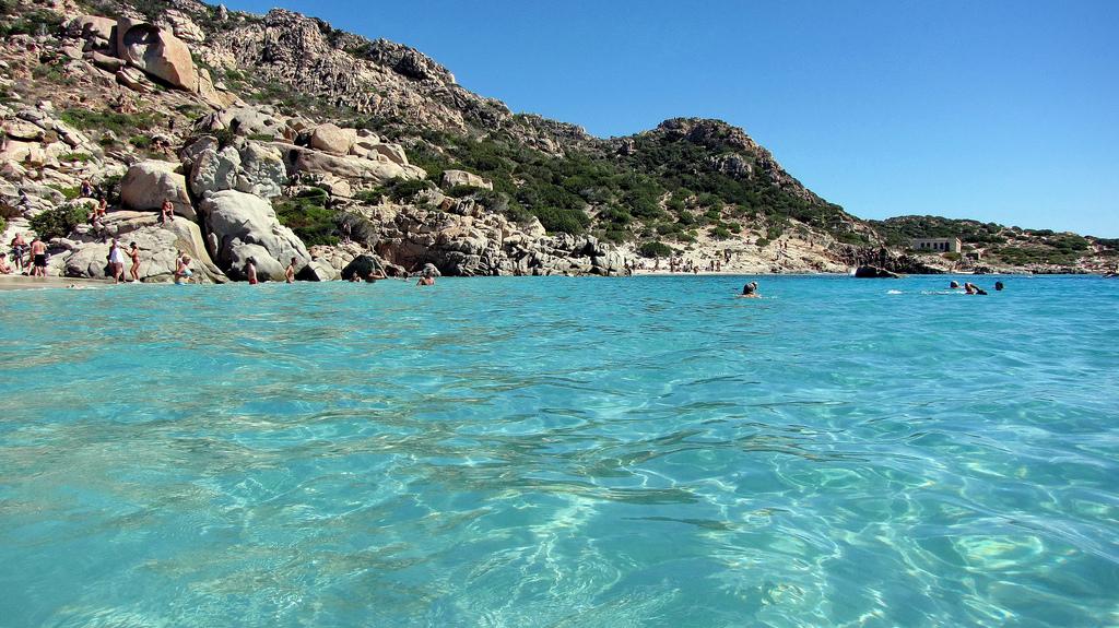 Пляж острова Ла Маддалена в Италии, фото 16
