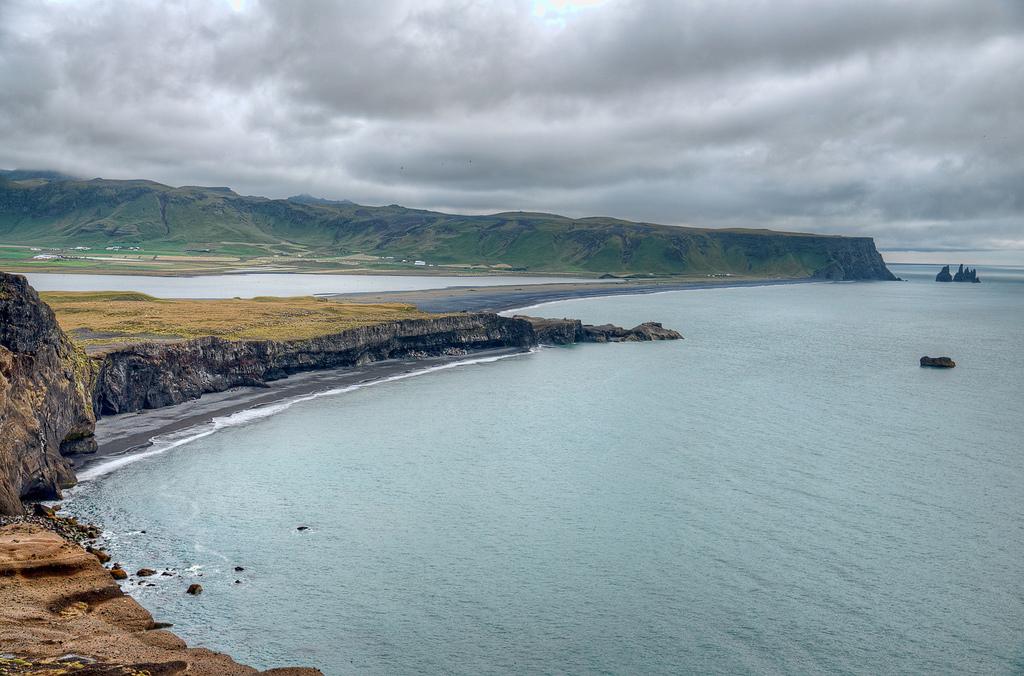 Пляж Мыс Дирхолаэй в Исландии, фото 11