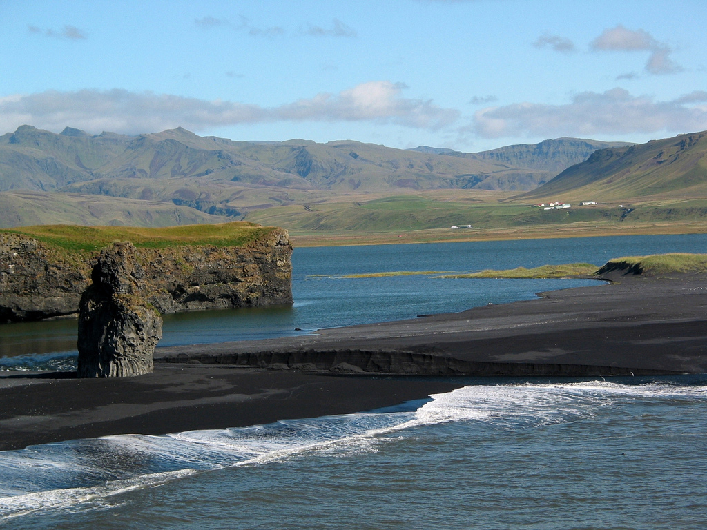 Пляж Мыс Дирхолаэй в Исландии, фото 12