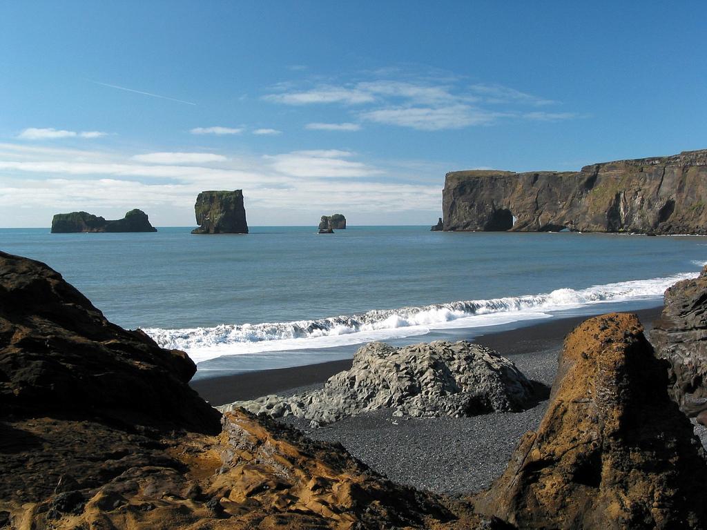Пляж Мыс Дирхолаэй в Исландии, фото 13