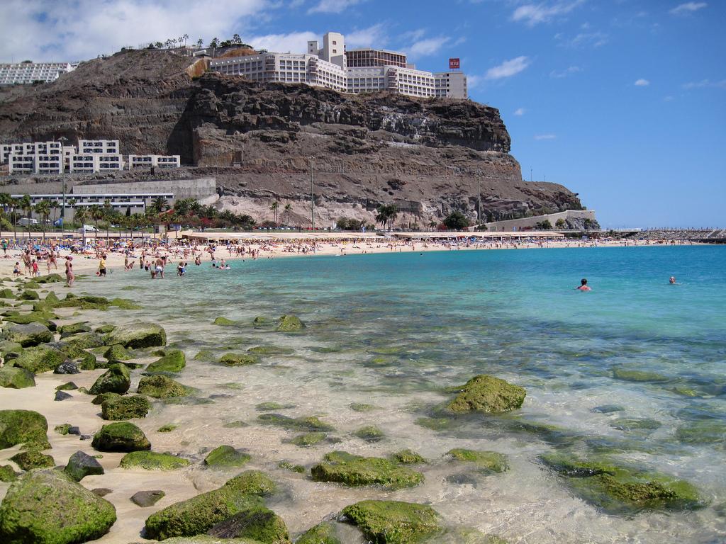 Пляж Амадорес в Испании, фото 3